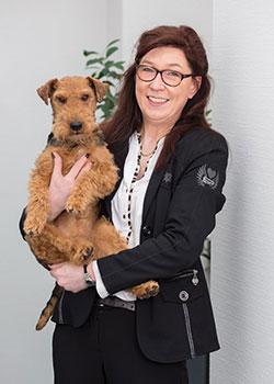 Monika Vormann Steuerberaterin Olfen Portrait mit Hund